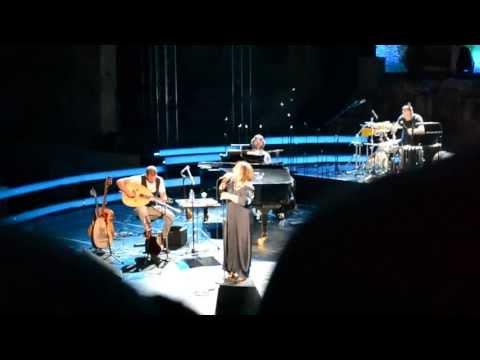 music Χάρις Αλεξίου | Άνθρωποι μονάχοι | Ηρώδειο | 3-07-2013