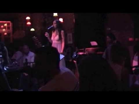music Μαρία Αναματερού - live Kόμης..   (Βήμα Βήμα - Πανσέληνος)
