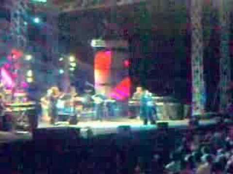 music Χάρις Αλεξίου - Μια είναι η ουσία Live