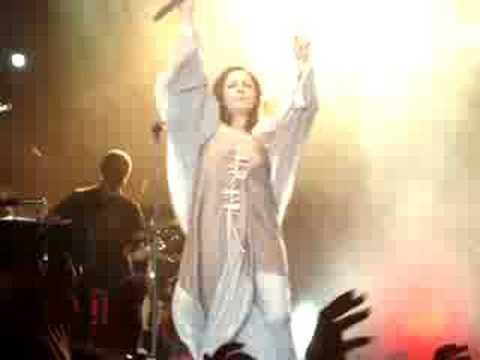 music I Xaroula Alexiou live sto pagkritio stadio!!  fantaros-se..