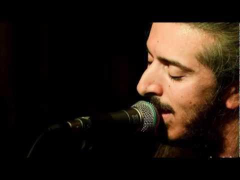 music Μια μάνα που 'χε ένα γιο (Πέρδικα) _ Γιάννης Χαρούλης