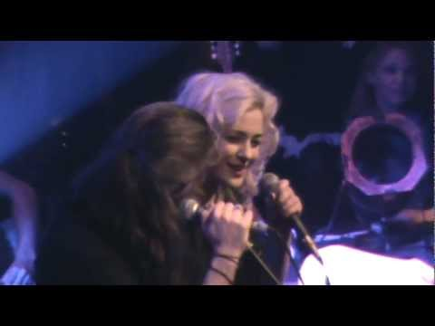 music Giannis Xaroulis & Natassa Bofiliou - Koita Egw (StN 01.04.2012)
