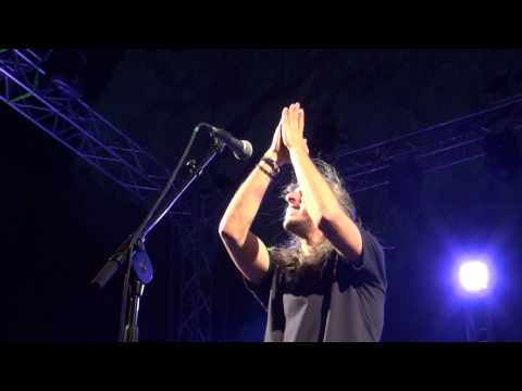 music Τούτο το μήνα ( Μαύρα μου μάτια ) - Γιάννης Χαρούλης ( Θέατρο Βράχων Βύρωνα 2013 )