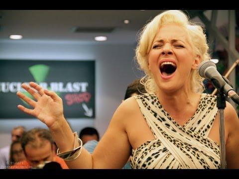 music Νατάσσα Μποφίλιου - Κοίτα εγώ LIVE @ Reload
