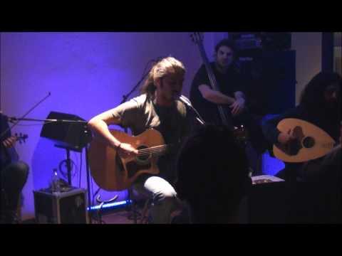 music Γιάννης Χαρούλης - Ο ακροβάτης @ Δοχός, 17/12/2011