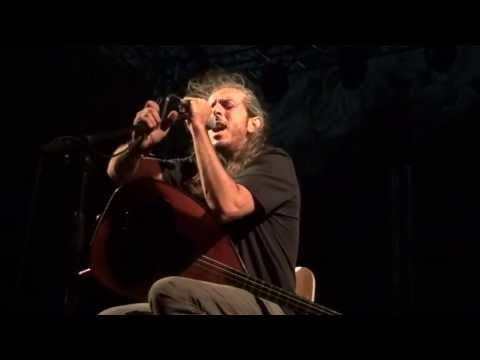 music Όταν χαράζει - Γιάννης Χαρούλης ( Θέατρο Βράχων Βύρωνα 2013 )