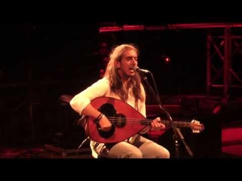 music Τί λάθος κάνω | Γιάννης Χαρούλης ( Λυκαβηττός 2013 )
