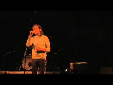music Γιάννης Χαρούλης | Πίνω κρασί και δε μεθώ