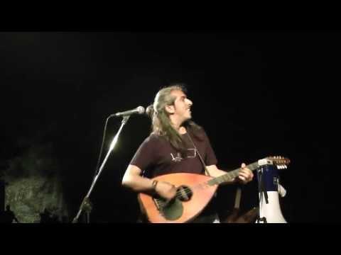 music Πάνω στ'αργυρό σκαμνί | Γιαννης Χαρούλης ( Κόνιτσα 2013 )