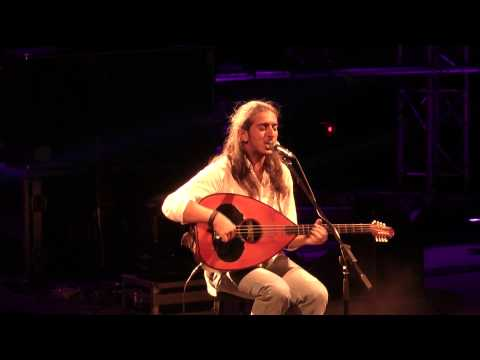 music Οι πόνοι της Παναγιάς | Γιάννης Χαρούλης ( Λυκαβηττός 2013 )