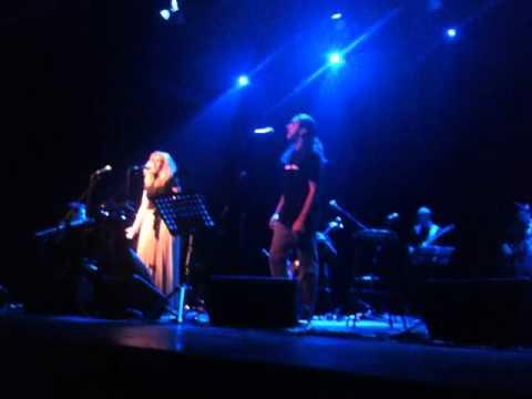 music Νατάσσα Μποφίλιου | Γιάννης Χαρούλης | Κοίτα εγώ-(Live)