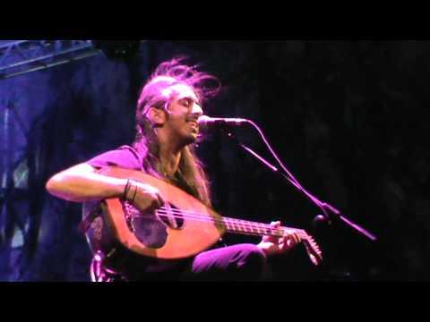 music Τα βάσανά μου χαίρομαι &Πονεμένη καρδιά Γιάννης Χαρούλης @ Θέατρο Βράχων Βυρώνα 1 9 2012