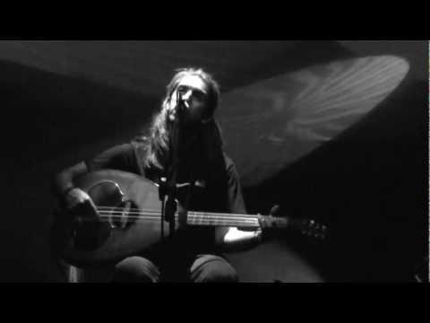 music Γιάννης Χαρούλης | Ένα γύρο το φεγγάρι