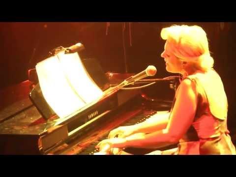 music Αργοσβήνεις μόνη | Νατάσσα Μποφίλιου