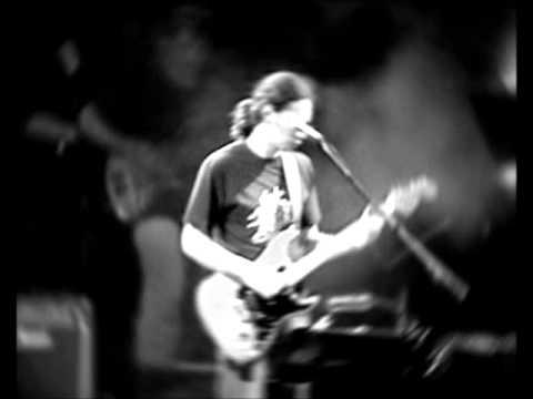 music Αλκίνοος Ιωαννίδης - Βρέχει φωτιά στη στράτα μου Live