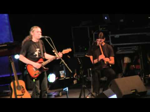 music Εκτός τόπου και χρόνου | Αλκίνοος Ιωαννίδης