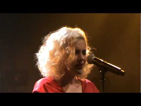 music Natassa Bofiliou & Alkinoos Ioannidis - Loxagos Erwtas (Gazoo 25.02.2012)