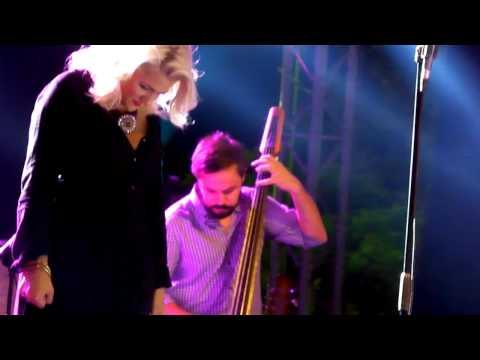 music Νατάσσα Μποφίλιου - Λοχαγός 'Ερωτας (Δ.Ε.Θ. 13-9-2012)